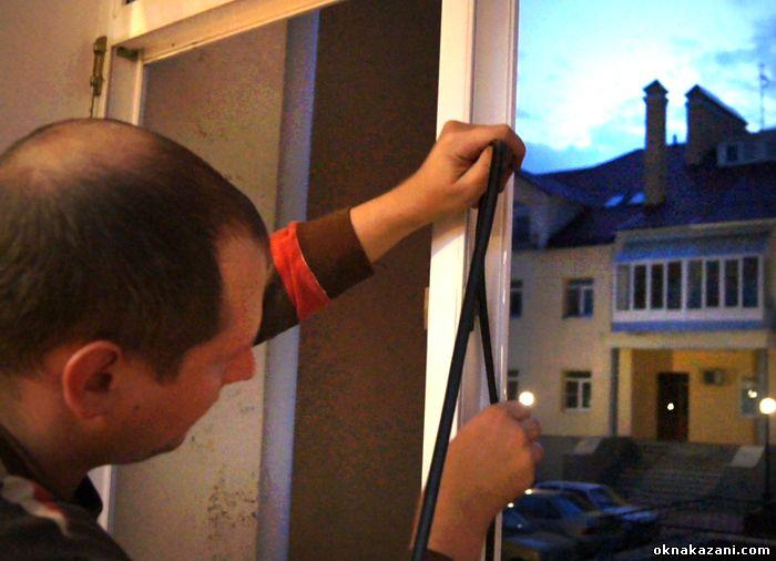 Замена уплотнителя окон и дверей в Казани